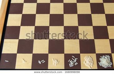 rice-on-chess-game-board-600w-1680998098.jpg
